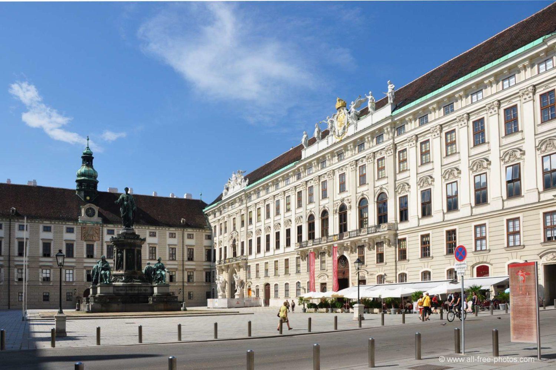 O palácio Hofburg em praça, em viena pontos turisticos mais visitados