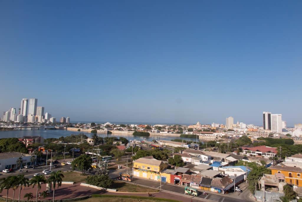 Vista de Cartagena desde o Castelo de San Felipe, à esquerda o Bocagrande, o bairro moderno da cidade.