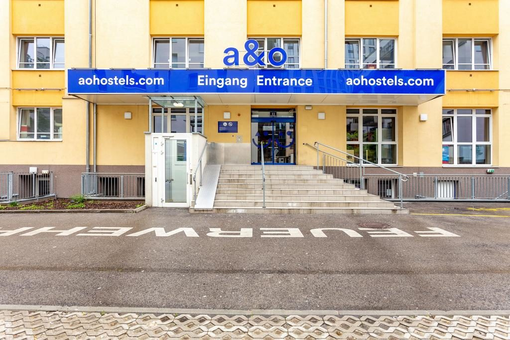 Entrada do hotel a&o Wien