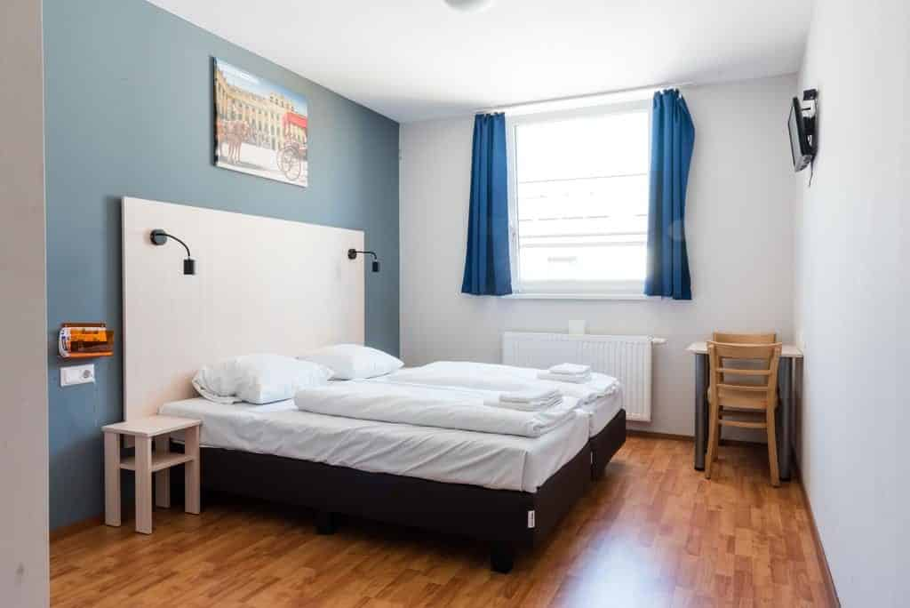 Quarto duplo privativo no hotel a&o Wien
