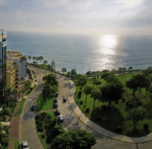 Belmond Miraflores, um dos hoteis de luxo em Lima, localizado em área verde próximo ao oceano
