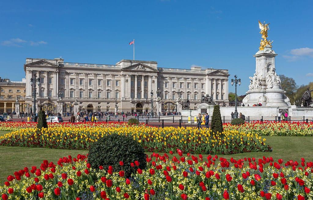 O Palácio de Buckingham, um dos principais pontos turísticos em Londres que você precisa conhecer - o que fazer em Londres