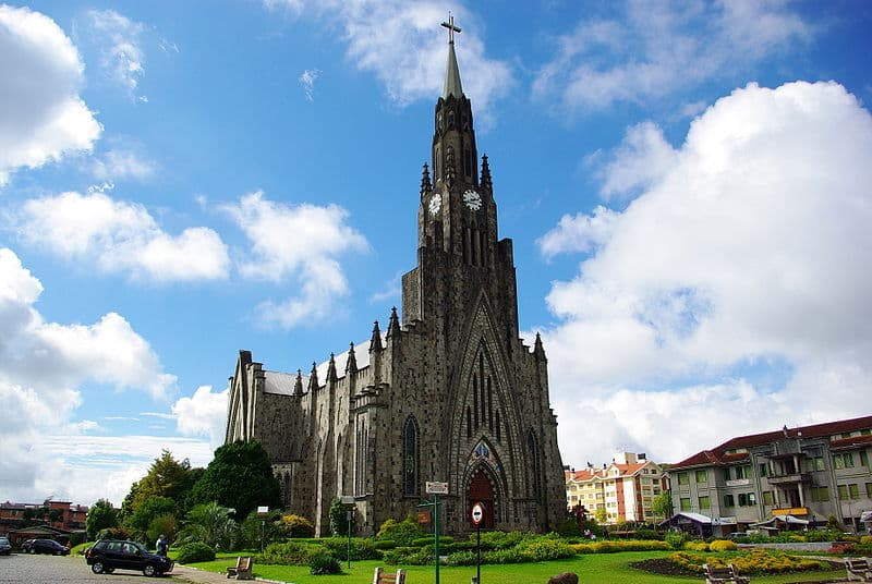 A Catedral de Pedra em Canela - Foto: Tiago Fioreze via Wikipedia - Lua de Mel em Gramado