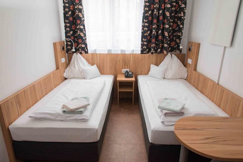 Um dos hotéis em Viena, a pensão Dr. Geissler oferece quartos duplos
