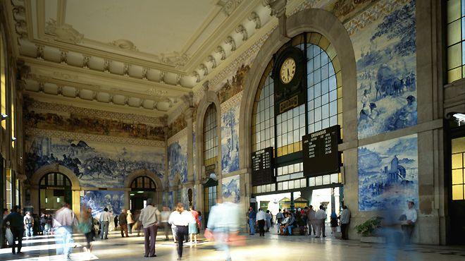 azulejos na Estação de São Bento na Baixa do Porto
