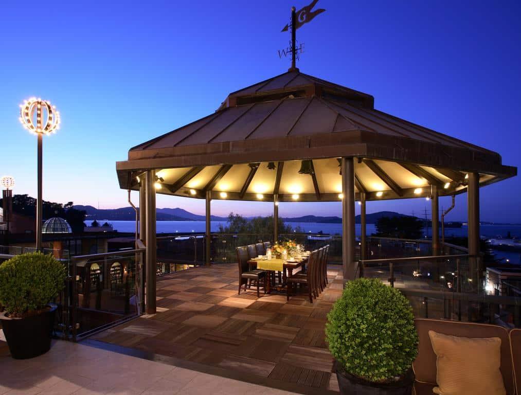 Mesa de jantar exclusivo no Fairmont San Francisco, Califórnia
