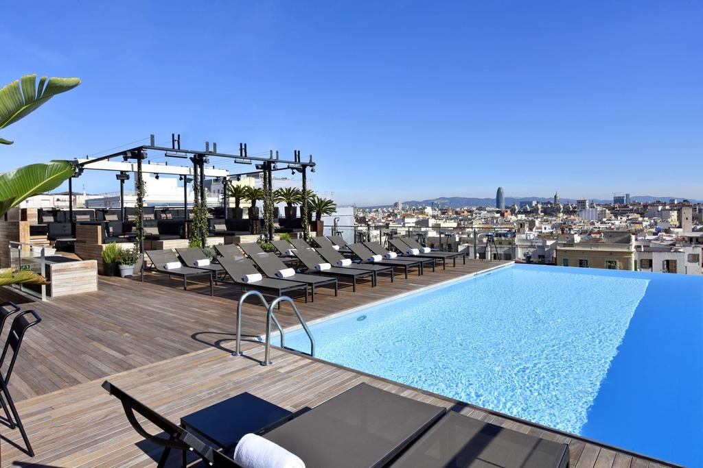 Piscina do Grand Hotel Central em Barcelona