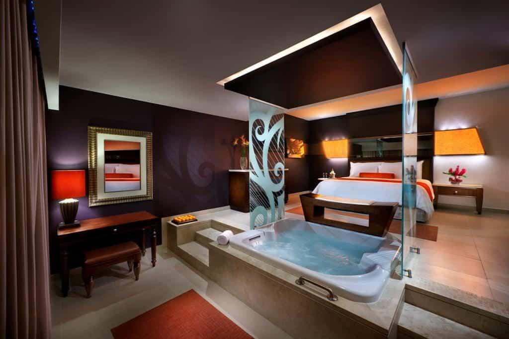 quarto com banheiro do Hard Rock Hotel & Casino Punta Cana para lua de mel