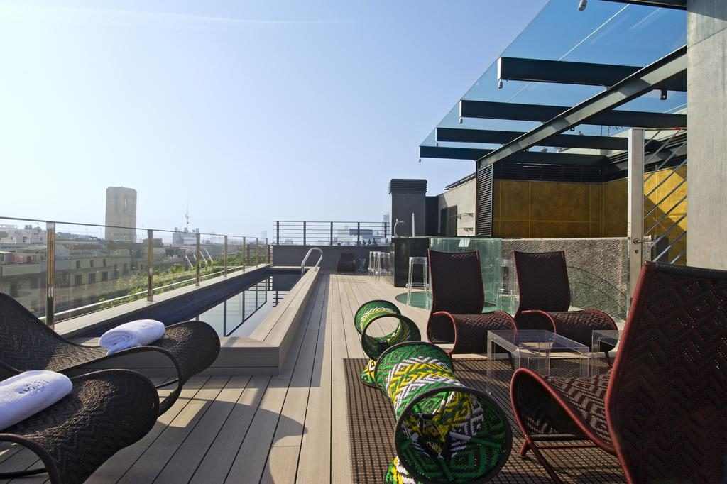 Área da piscina do hotel bagué em Barcelona
