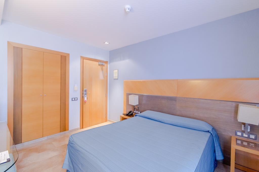 O Hotel del Mar em Barceloneta fica próximo da praia e tem ótimo custo benefício
