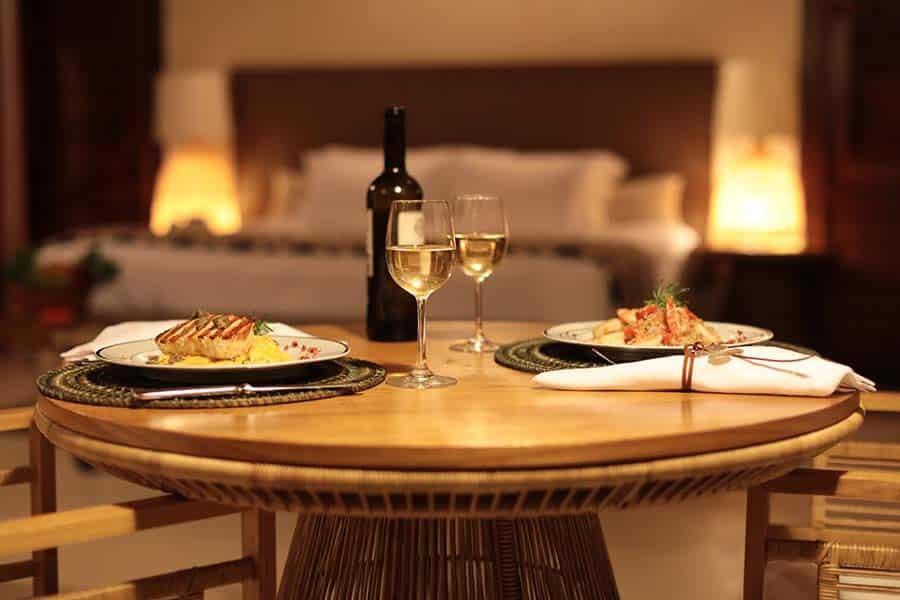 Que tal esse jantar romântico? Esse é na Pousada Camurim Grande - pra fechar a sua lua de mel em Maragogi em grande estilo!