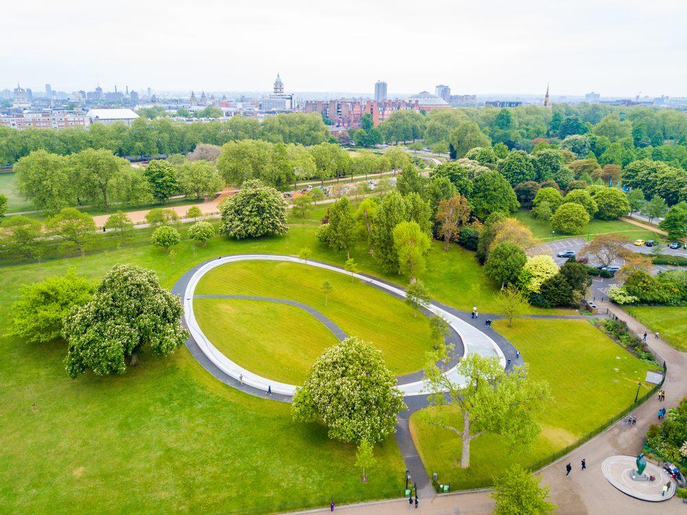O Kensington Gardens com a Fonte em homenagem a Princesa Diana