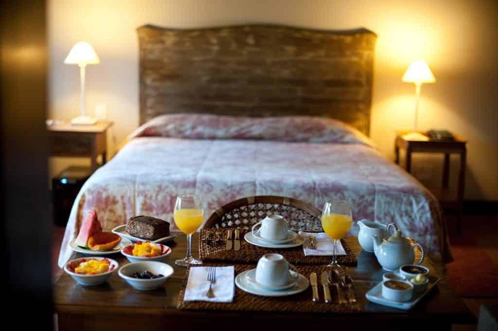 Café da manhã no quarto da Pousada Les Roches