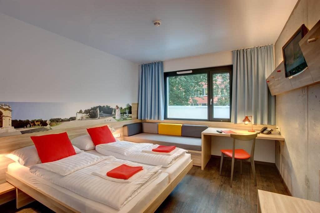 Meininger, um dos hotéis em viena, com quarto duplo.