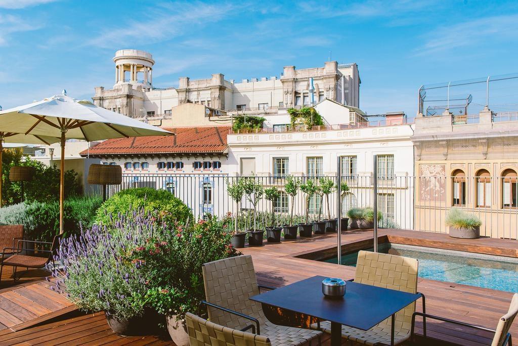 Área da piscina com vista para a cidade do do Mercer Hotel em Barcelona
