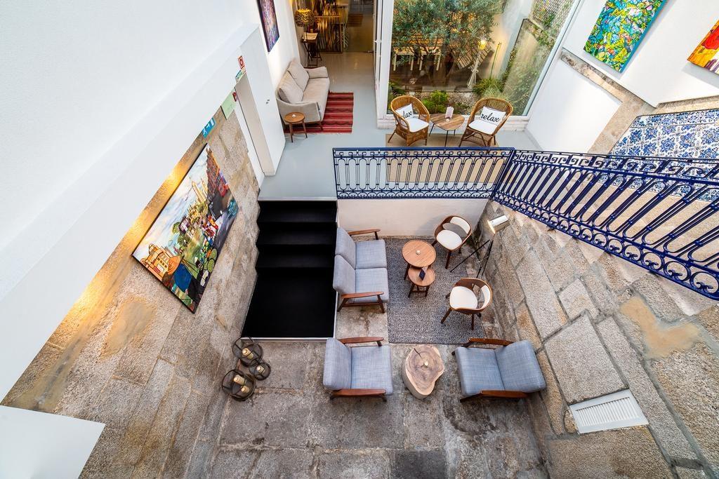 Hall do Gallery Hostel onde ficar em Porto Portugal