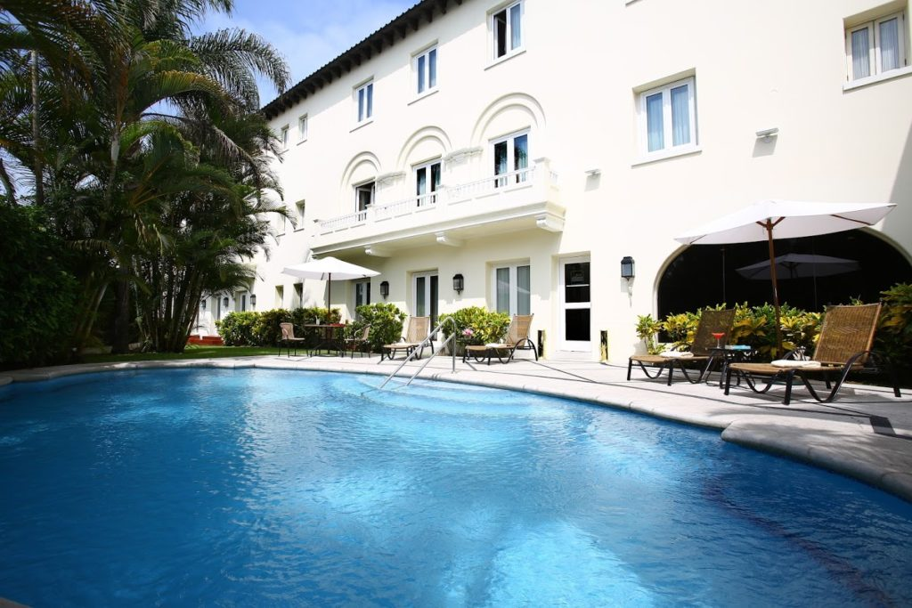 A linda piscina no Coutry Club Lima Hotel