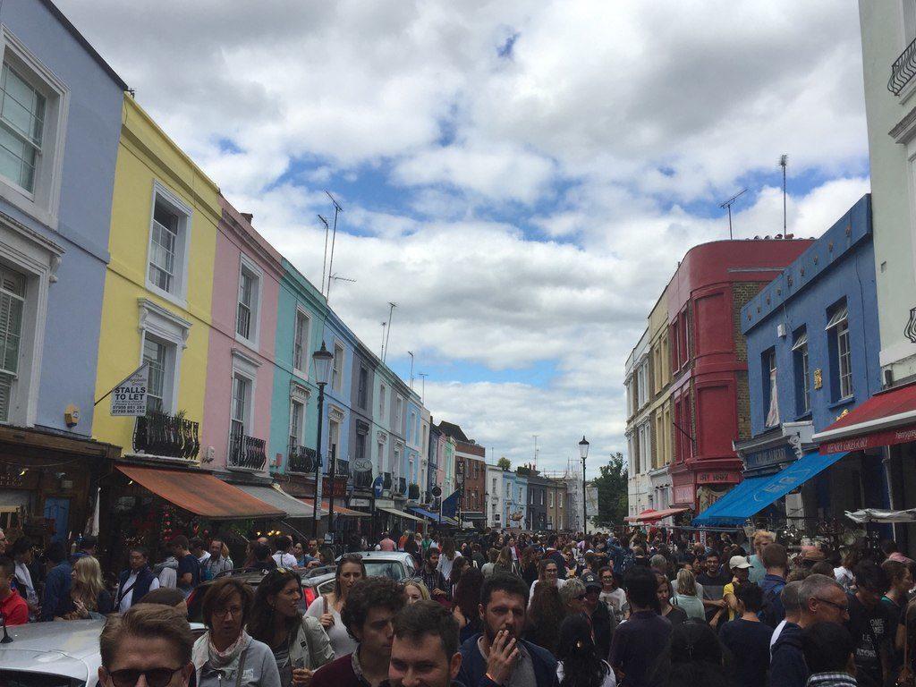 O Portobello Road Market aos Domingos, tem de tudo na feirinha no bairro de Notting Hill