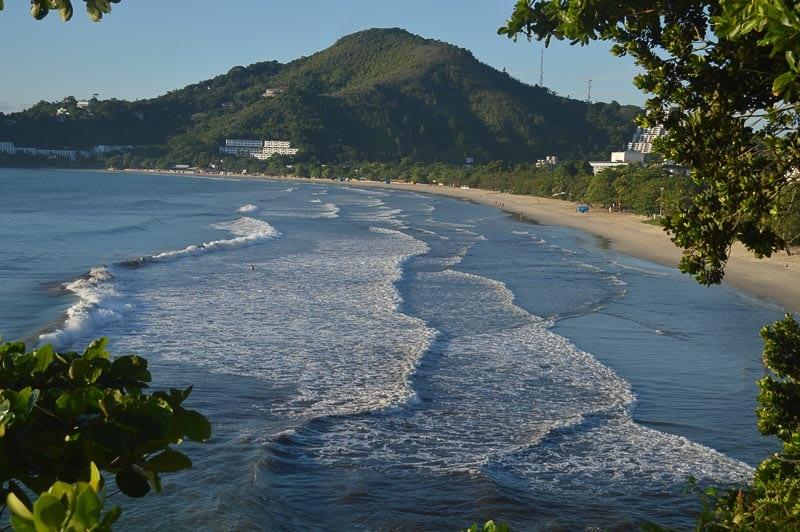 Vista do mar na Praia das Toninhas em Ubatuba