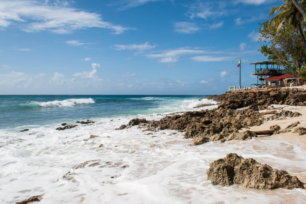 Vista da ponta sul da ilha, local com poucas opções de onde ficar em San Andrés.