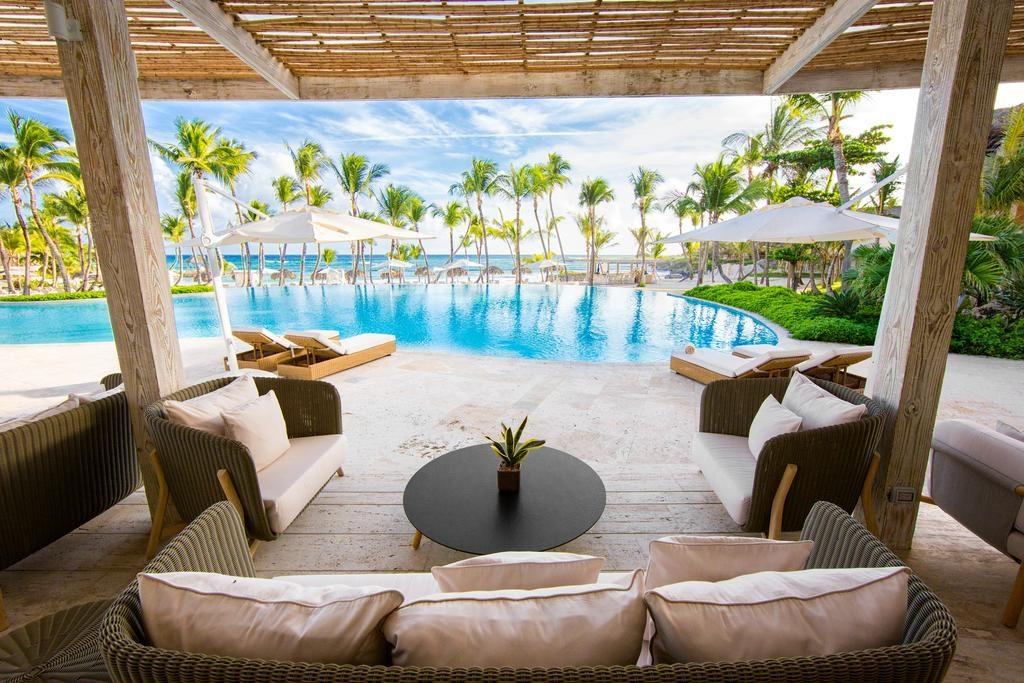 Já se imaginou aqui? Deitando curtindo um resort em Punta Cana com uma vista dessas! Essa aí é no Eden Roc em Punta Cana.
