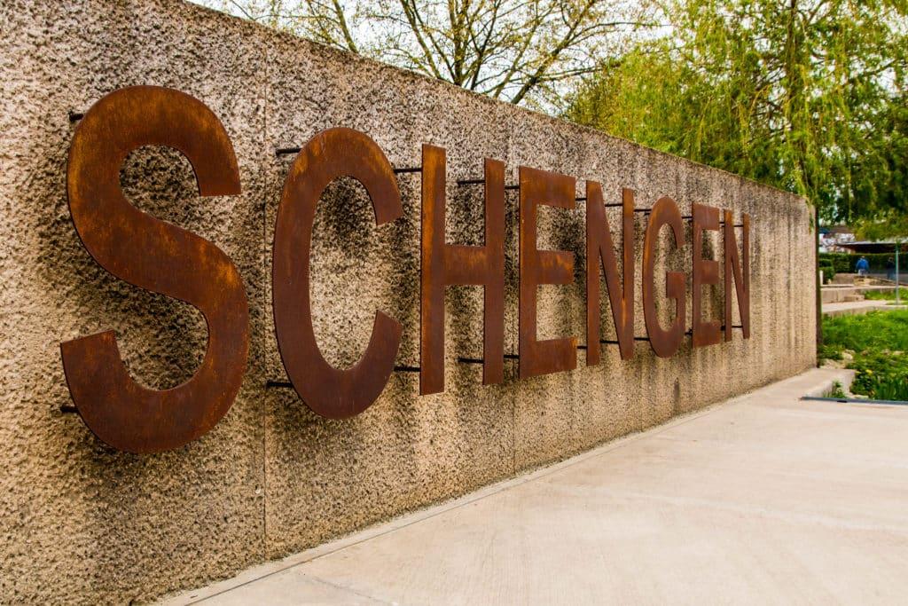 O Tratado de Schengen obriga a contratação de um seguro viagem para 26 países da Europa