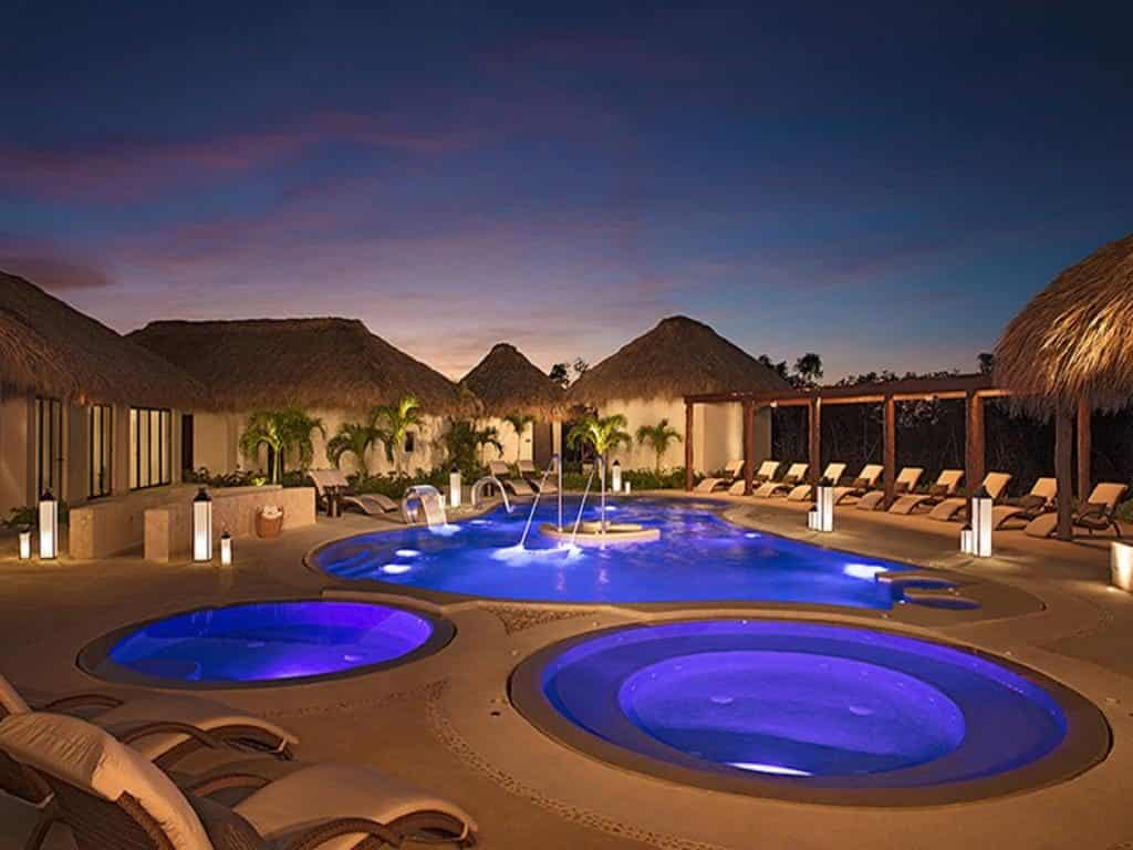 vista de noite Secrets Cap Cana Resort