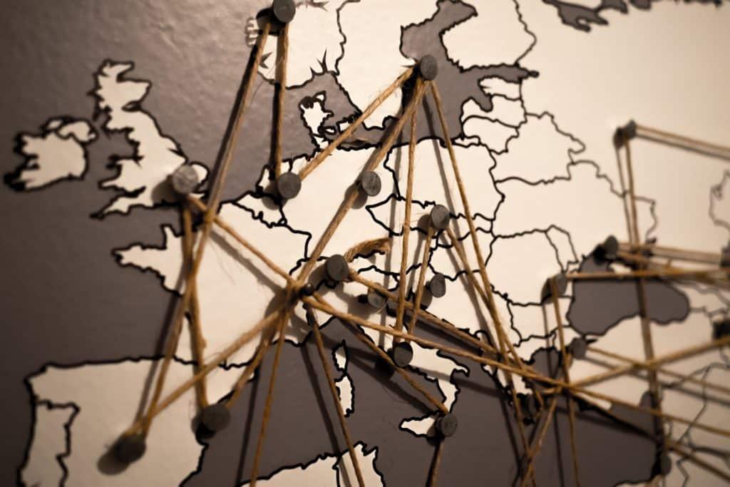 seguro viagem europa obrigatório - mapa com pins mostrando os países
