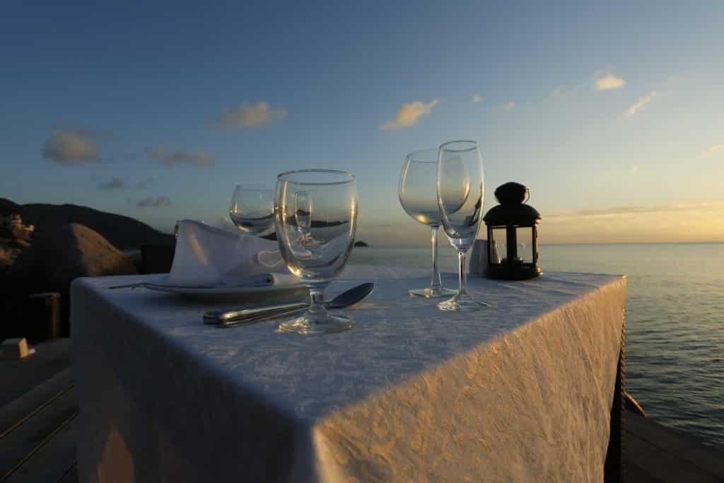Que tal um jantar super romântico com vista para a praia num final de tarde? Vai ficar na memória a sua lua de em Punta Cana