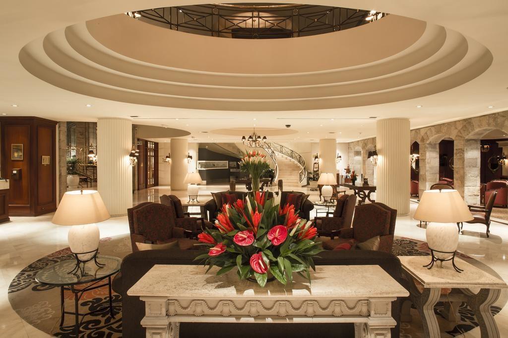 Lobby do Swissotel, um dos hoteis de luxo em Lima, Peru