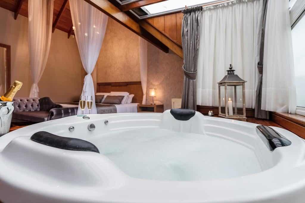 banheira para curtir a lua de mel em gramado no Hotel Valle D'incanto
