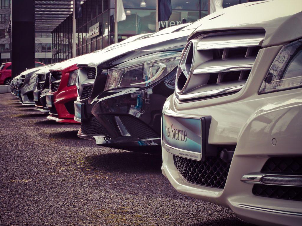 Foto de frota de carros estacionados - exemplo para aluguel de carros em Fort Lauderdale