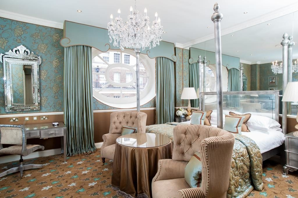 The Chesterfield Mayfair quarto