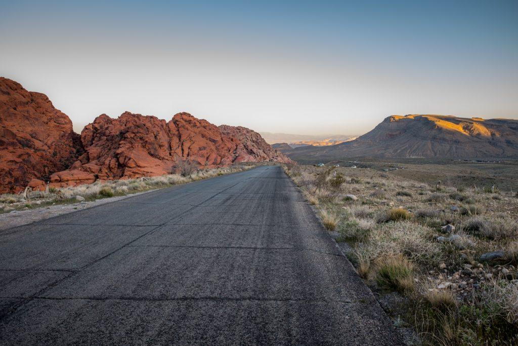 Foto de estrada próxima ao Grand Canyon, em direção a Las Vegas