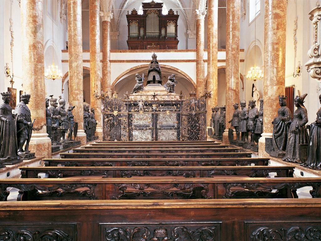 A parte interna da Hofkirche em Innsbruck Áustria - Foto: innsbruck.info