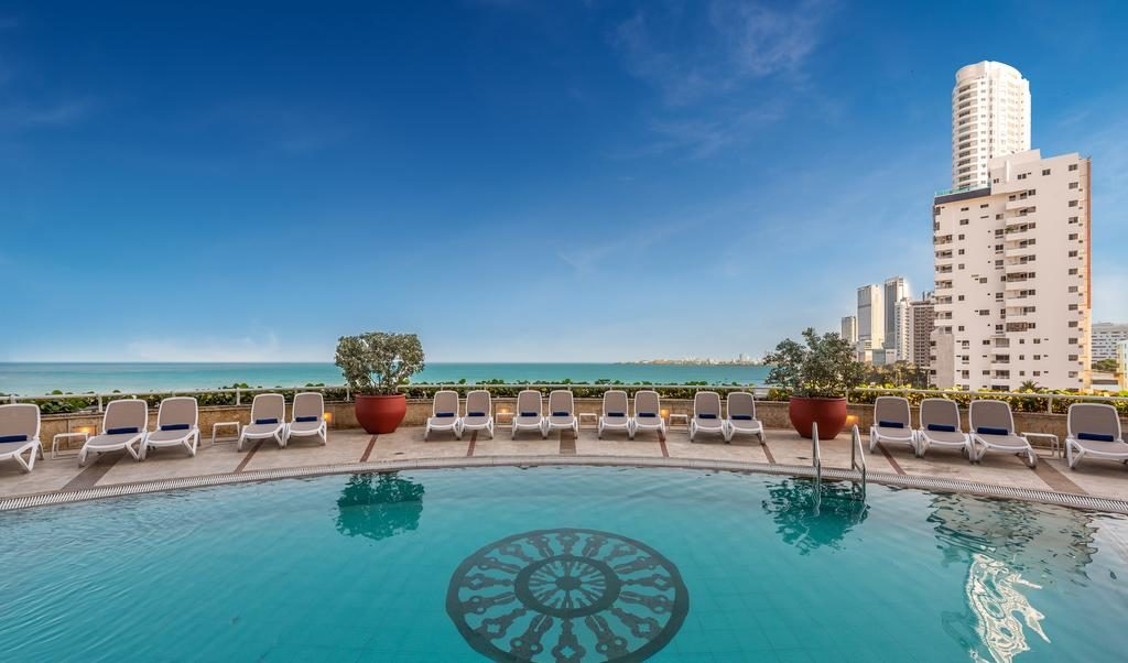 piscina no Hotel Almirante Cartagena