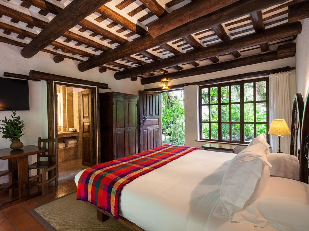Foto de quarto com cama espaçosa no Inkaterra Machu Picchu
