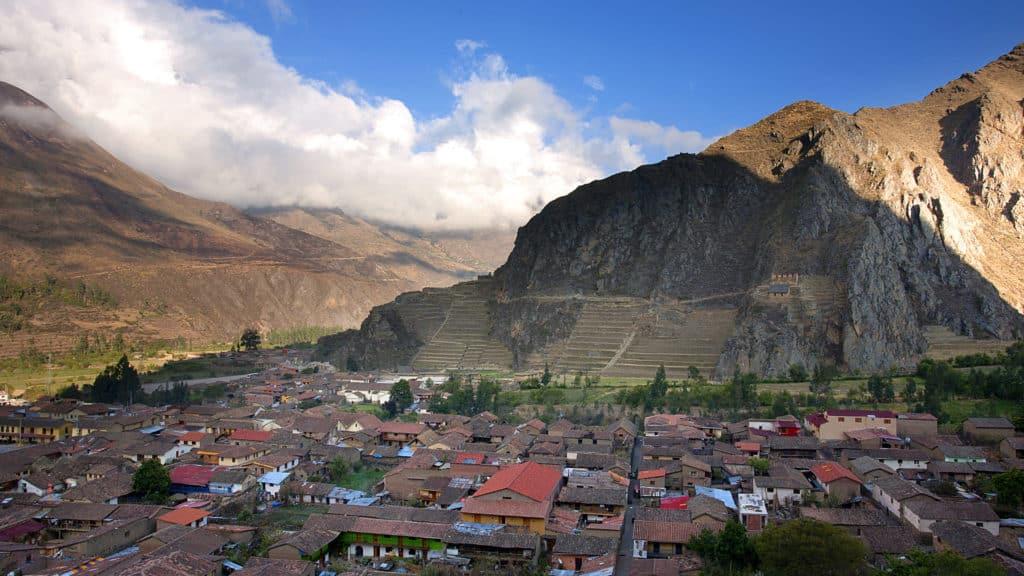 Vista de Ollantaytambo que se tem a partir da trilha Pinkuylluna Granaries