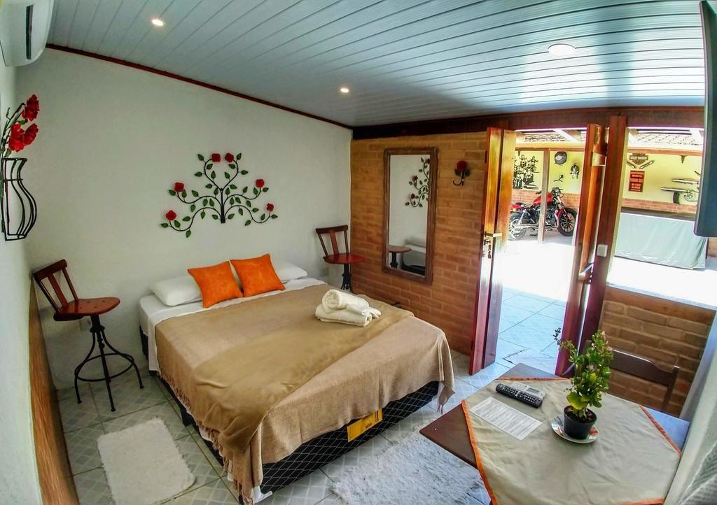 Quarto casal Portal Suites Casa do Lago EM Paratay rj