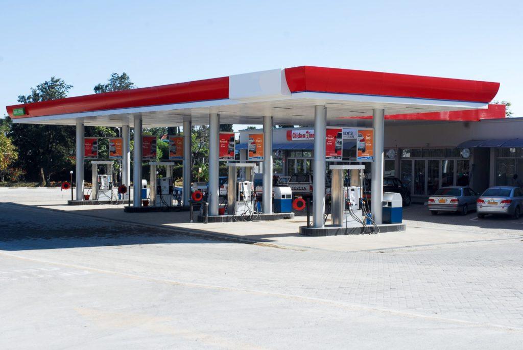 Posto de gasolina nos Estados Unidos - quem opta pelo aluguel de carro em Orlando vai precisar abastecer de forma independente