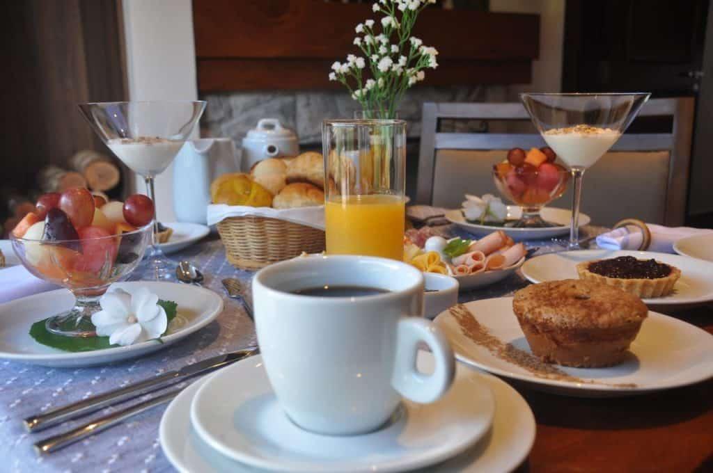 Café da manhã na Pousada Dellis