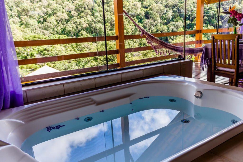 banheira da Pousada Toca da Onça em Gonçalves MG