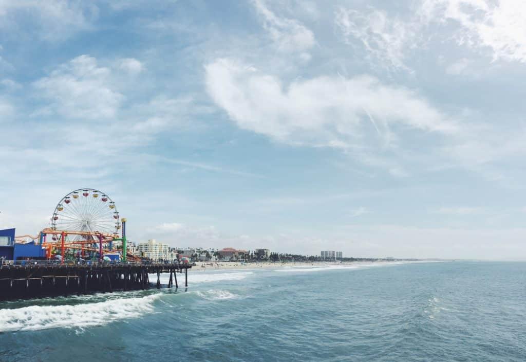 Vista de Santa Monica Pier, um bom passeio para ir com alguel de carro Los Angeles