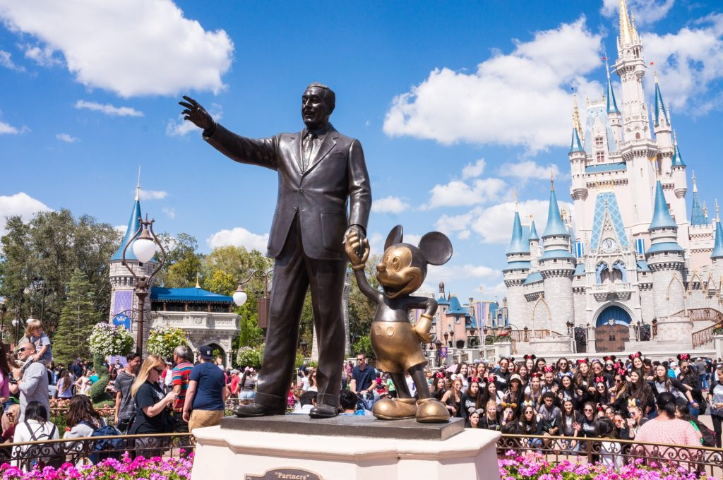 Estátua do Walt Disney no Magic Kingdom em Orlado