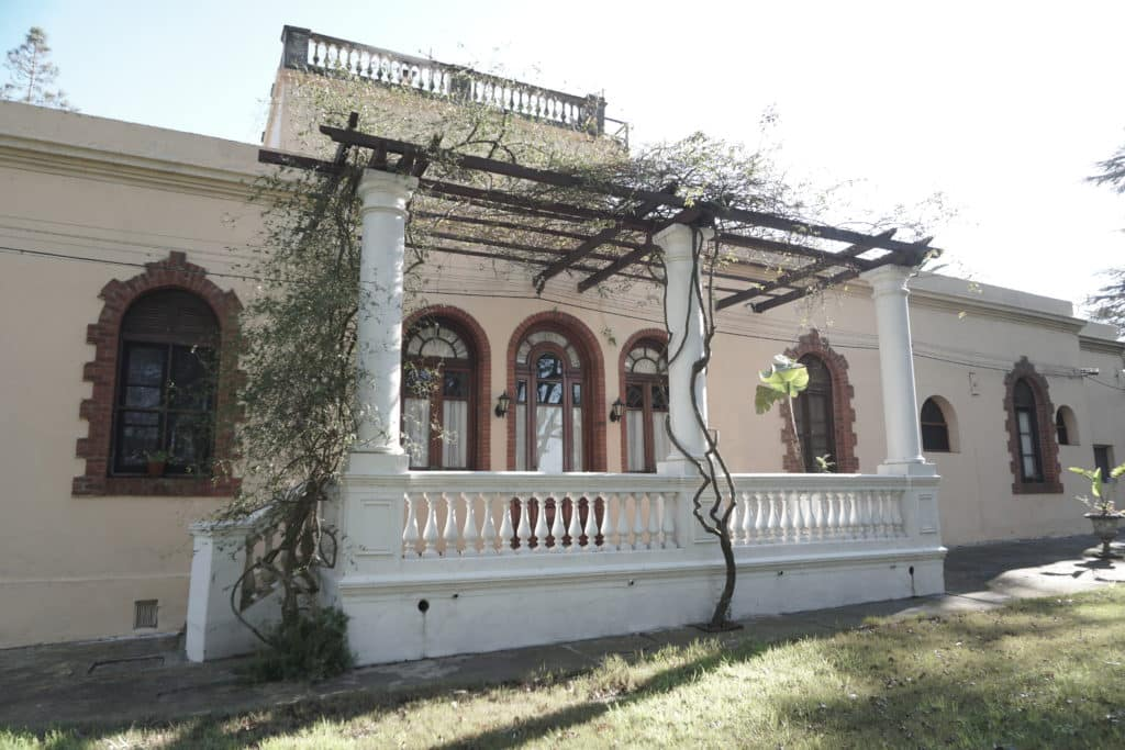 O antigo casarão que decora a Vinícola Viña Varela Zarranz