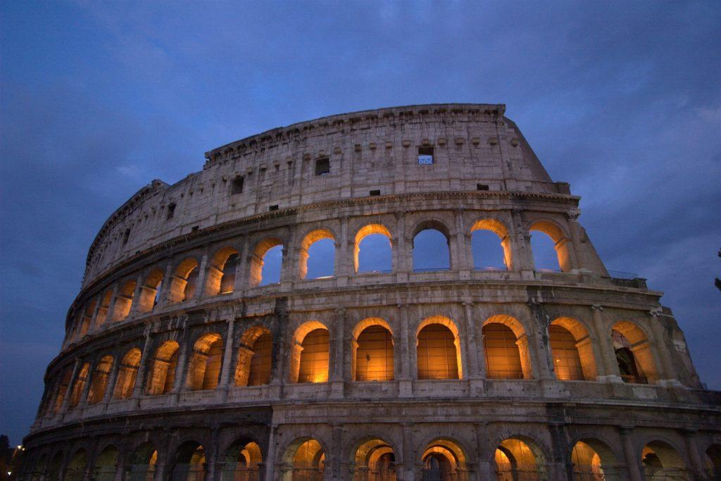 Saiba aqui tudo sobre seguro viagem para a Itália - Foto: Coliseu em Roma