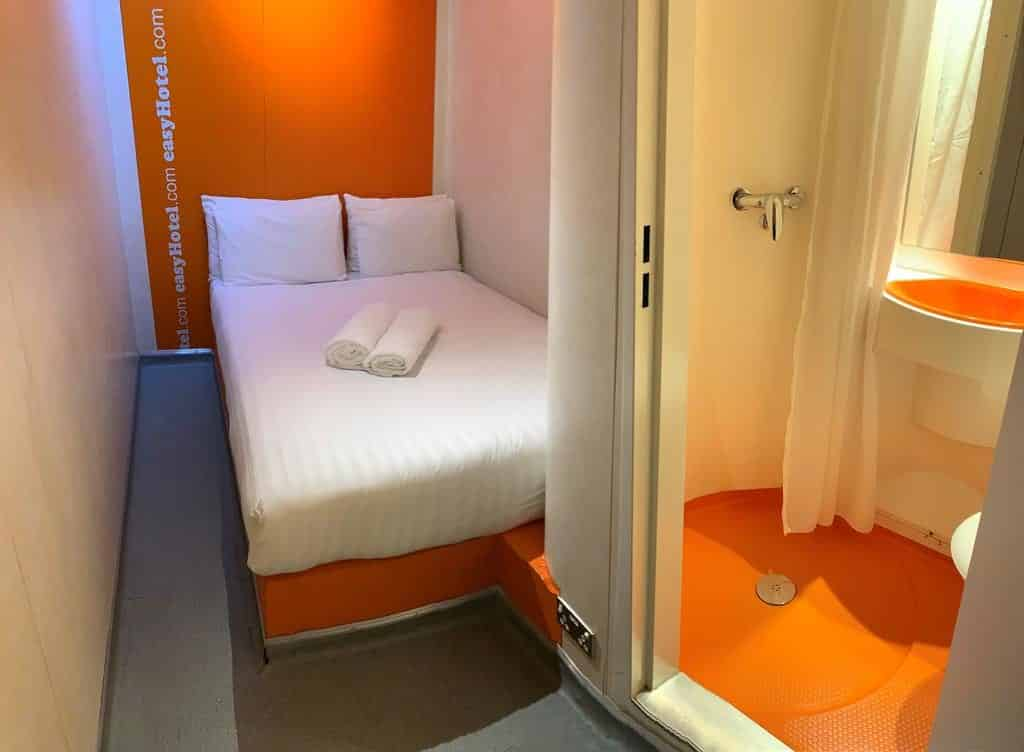 Quarto do EasyHotel South Kensington Hotel barato em Londres