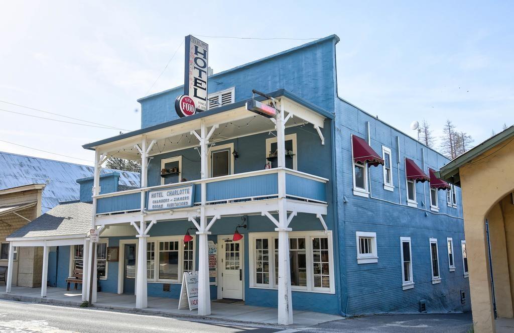 Foto da fachada do Hotel Charlotte em Groveland