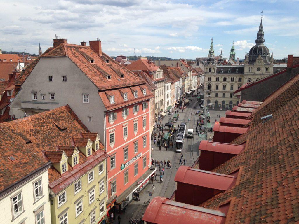 A cidade de Graz na Áustria com seus telhados vermelhos - Foto via Pxhere