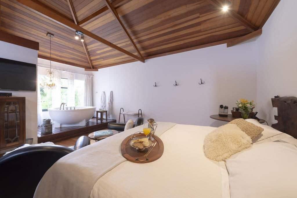 Um opção super romântica é o We Hotel em Campos do Jordão. Confira todas as nossas dicas!